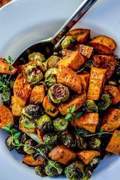 I liked it, but it is not good enough to convert a Brussel sprouts hater Roasted Sweet Potatoes and Brussels Sprouts - Love it! My favorite dish! Roasted Sprouts, Sprouts Salad, Brussel Sprout Salad, Brussels Sprouts, Sprout Recipes, Vegetable Recipes, Veggie Food, Tartiflette Recipe, Healthy Sweet Snacks