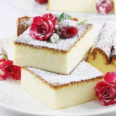 Sernik tradycyjny to wspaniały i aksamitny w smaku sernik pieczony. Przepis na sernik tradycyjny jest bardzo prosty i sprawdzony. Sernik ten pieczony jest bez spodu. Jest cudowny na wszelkie okazje i Święta. Mini Marshmallows, Polish Desserts, Cheesecake Cookies, Sweet Recipes, Biscotti, Panna Cotta, Dessert Recipes, Food And Drink, Cooking