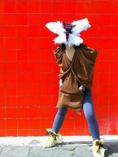 Sudadera-Poncho con drapeados en el hombros y espalda@LacayoPezPasen a darle LiKE a nuestra página!! http://www.facebook.com/pages/Lacayo-Pez-Prendas-Experimentales/263209390376930?ref=ts=ts#FASHION #CLOTHES #CONCEPTUAL #ART #DESIGN