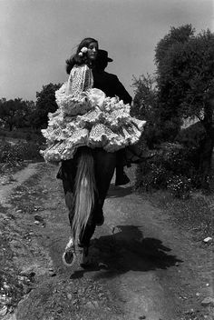 """""""Gypsies in Spain, 1973 Photo by Josef Koudelka """" Magnum Photos, Vintage Photography, Street Photography, Photography Lessons, Gypsy Wedding, Reportage Photo, Gypsy Life, Foto Art, Photo Essay"""