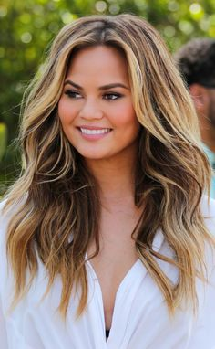 Chrissy Teigen ♥. Hair goals