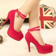 Preciosos Zapatos Con Hebilla Rodeando el Tobillo color Rojo Carmín Y Detalle de Bolita Dorada