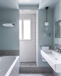 black and white apartment decoration: a flat black and white - Elle Decoration - Bathroom 02 Minimalist Bathroom, Modern Bathroom, Small Bathroom, Bathroom Basin, Master Bathroom, Bathroom Storage, White Bathroom, Bad Inspiration, Bathroom Inspiration