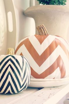 Chevron pumpkins. Yet another sophisticated Halloween decoration.