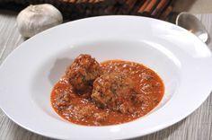 Albóndigas de lentejas en salsa de guajillo con nopales | Cocina y Comparte | Recetas de Cocina al Natural
