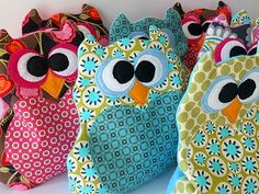 Rice-Filled Heating Pads for kids.or Rader and her owl obsession! Now you can cuddle with a warm owl! Craft Gifts, Diy Gifts, Fabric Crafts, Sewing Crafts, Scrap Fabric, Fabric Remnants, Crafts To Make, Arts And Crafts, Craft Projects