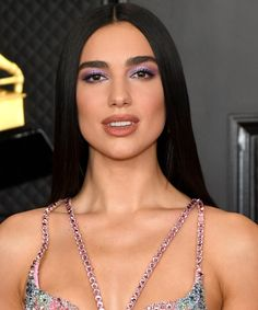 The makeup's as award-worthy as the music Daily Beauty Routine, Beauty Routines, Celebrity News, Celebrity Style, Cher Photos, Eye Makeup, Hair Makeup, Sleek Hairstyles, All Things Beauty