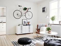 photography beautiful white summer vintage room design Home boho bohemian Interior Interior Design house cosy cozy cottage interiors decor decoration living minimalism bike minimal simple deco bicycle nordic scandinavian fixie fixedgear Living Room Scandinavian, Scandinavian Interior, Scandinavian Style, Scandi Style, Nordic Style, Home Living Room, Living Room Designs, Apartment Living, Nordic Interior Design