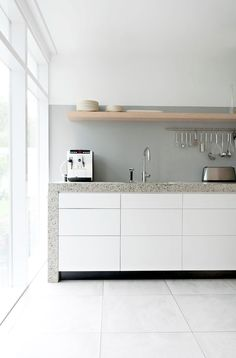 Beautiful color on the backwall. Looks define with the white kitchen!