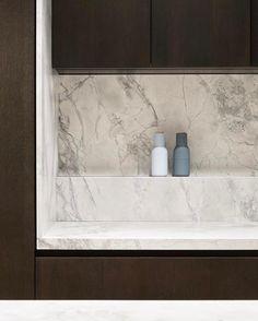 """380 Me gusta, 8 comentarios - @artedomus en Instagram: """"Feeling the white marble this week! Another beautiful White Fantasy kitchen #whitefantasymarble…"""""""
