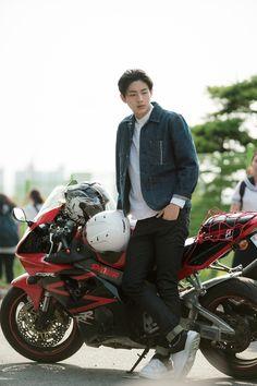 Ji Soo is a Bad Boy Biker Crush to Park Shin Hye in Latest Doctors Drama Stills | A Koala's Playground