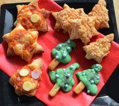 Hapjes voor het kerstdiner op school. Pizza-, bladerdeeg- en chocoladekerstbomen en kerststerren. Makkelijk en erg leuk.