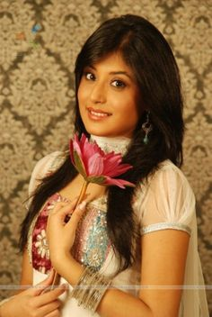 Kritika Kamra Height and Weight, Bra Size, Body Measurements Kritika Kamra, A Brother, Actress Wallpaper, She Girl, How Many People, Western Dresses, Height And Weight, Hot Actresses, Indian Girls