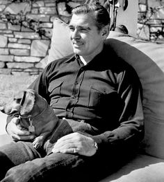 0 clark gable in the garden with his dachshund Vintage Dachshund, Dachshund Art, Daschund, Classic Hollywood, Old Hollywood, Scottish Terrier, Delphine, Weenie Dogs, Clark Gable