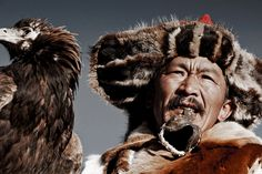 Kazakh tribe (Mongolia) by photographer Jimmy Nelson Famous Portrait Photographers, Famous Portraits, Eric Lafforgue, National Geographic, Papua Nova Guiné, Eagle Hunting, Jimmy Nelson, Indigenous Tribes, Steve Mccurry