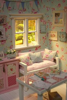 CRAFTS AND ROSES Diorama ♥ | Flickr - Photo Sharing! Such pretty colors!