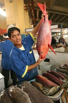 fish market, Jeddah, Saudi Arabia Hamour and Red Snapper! Oh the memories! Saudi Arabian Food, Life In Saudi Arabia, Iran, Jeddah Saudi Arabia, People Around The World, Around The Worlds, Arab States, Arabian Peninsula, World Street