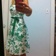 Floral dress Comes in green-white and black-white.97%cotton,3% spandex.green is size M,Black-L Dresses