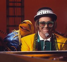 Janice the Muppet with Elton John on 'The Muppet Show,' 1977 (© DAVID DAGLEY/Rex Features)