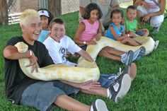 Brimming with photo opportunities, the Giant Snake show at Out of Africa Wildlife Park is one unforgettable experience you'll definitely want to get wrapped up in.