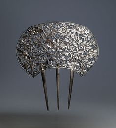 Chinese silver comb with flowers. Late 19th century