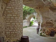 Caves troglodytes du Domaine des Caves de la Peuvrie, Sainte-Maure-de-Touraine (Indre-et-Loire).