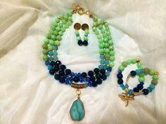 Hermoso collar en piedra jade verde y ágatas azules. Envíos a todo el país.