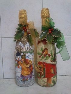 how to fabric decoupage wine bottle Wine Bottle Candles, Wine Bottle Art, Painted Wine Bottles, Lighted Wine Bottles, Painted Jars, Wine Bottle Crafts, Mason Jar Crafts, Handmade Christmas Decorations, Holiday Crafts