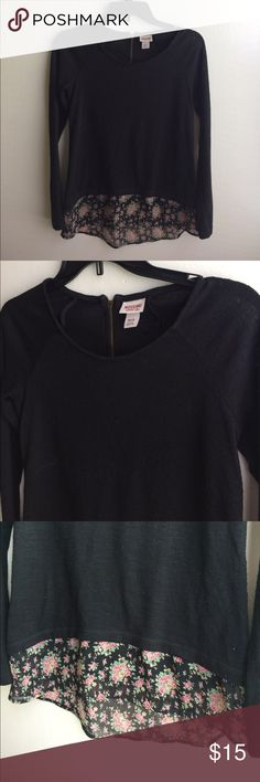 Mossimo supply co. Top Good condition, size xs Mossimo Supply Co. Tops
