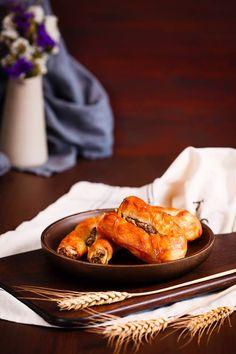 Din categoria delicii de sfârşit de săptămână: rulouri cu ciuperci!  #rulouricuciuperci #rolls #mushrooms #mushroomrolls #delights #delicii #delicios #crocante #rumene #food #inspiration #foodinspiration #foodart #foodporn Food Porn, Ethnic Recipes, Treats