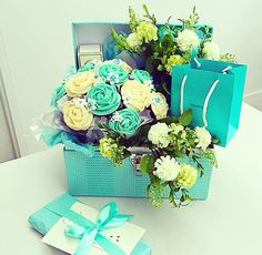 Tiffany & Co cupcake bouquet - birthday gift ideas