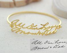 ♥ F L A S H ∙ S A L E % 40 ∙ ∙ L I M I T E D ∙ T I M E ∙ O N L Y ♥  ♥ ♥ Pulsera cursivo las joyas más singulares se puede encontrar, regalo perfecto para usted y su ser querido.   S I G N A T U R E ∙ B R C E L E T  • Material: plata de ley 925 maciza de alta calidad  • Acabado: oro de 18K plata ∙ ∙ oro rosa  • Nuestro trabajo es personalizado hecho a mano con amor y cariño en nuestro taller ♥   H O W ∙ T O ∙ O R D E R  • Simplemente use el botón - pregunta A pregunta - o - dueño de la tienda…
