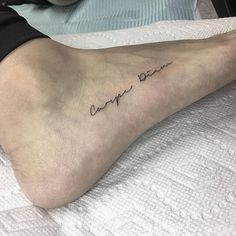 Quote 'Carpe Diem' inked on the right foot – foot tattoos for women quotes Line Art Tattoos, Word Tattoos, Mini Tattoos, Tatoos, Small Foot Tattoos, Foot Tattoos For Women, Temporary Tattoo Designs, Small Tattoo Designs, Tattoo Carpe Diem