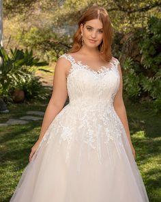 Wedding Dresses Plus Size, Plus Size Wedding, Lace Bodice, Lace Dress, Casablanca, Freya, Fingertip Veil, Curvy Bride, Illusion Neckline