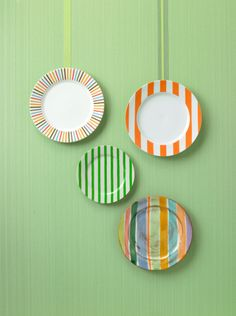 ribbons to hang plates is a nice idea.