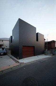 Three Bell Cascade - Harley in Da House Yokohama, Zinc Cladding, House Cladding, Black House Exterior, Small Buildings, Architect House, Residential Architecture, Building Architecture, Contemporary Architecture