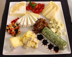 Cheese Platter - made with candied pecans, brie, bel paese, may tag blue cheese, goat cheese with tarragon, st. andre cow cheese, dried fruit mix, roasted grape tomatoes, and a balsalmic glaze! Cow Cheese, Wine Cheese, Cheese Platters, Food Platters, Roasted Grape Tomatoes, Fruit Decorations, Candied Pecans, Cheese Recipes, Finger Foods