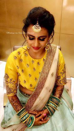 Blouse Designs Silk, Saree Blouse Patterns, Bridal Blouse Designs, Indian Blouse, Indian Wear, Maggam Work Designs, Lehenga Collection, Indian Designer Wear, Blouse Styles