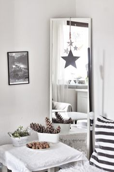 Black and white #livingroom. With #stars as a deco element.  www.inspireativ.com