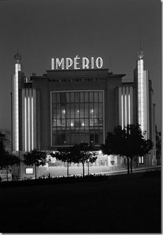 Restos de Colecção: Cinema Império - I can't stop staring at thie beautiful old art deco place, it's so grand and imposing, in the best possible way! Pompeii, Luxor, Empire Movie, Utopia Dystopia, Places In Portugal, Statues, Classic Building, Beyond Beauty, Building Exterior