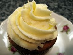 Pineapple Cupcakes with Pineapple Buttercream