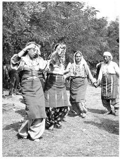 c. 1940  (source: EVROPAKI ROMANI KOLEKCIA