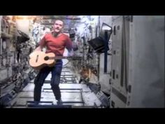 Canadian astronaut Chris Hadfield Sings David Bowie's Space Oddity.Lyric...