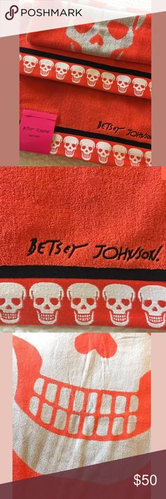 "Betsey Johnson 3Pc Towel Set w/Bath Sheet Skulls Features cream skulls on an orange background  Bordered in orange with white skulls and embroidered black Betsey Johnson logo Reversible design 100% Cotton Bath Sheet 64""x34"" Hand Towel 16""x28"" Face Cloth 13""x13"" Machine washable Betsey Johnson Other"