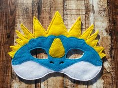 Items similar to Stormfly Mask- Dress up mask How to Train Your Dragon Inspired Felt Mask Party Favor, Dress Up, Imagination, Play, Costume on Etsy Toothless Party, Toothless Dragon, Dragon Birthday, Dragon Party, Viking Party, Dragon Mask, Egg Carton Crafts, Lalaloopsy Party, Felt Mask