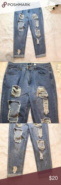 Boohoo High Rise Distressed Boyfriend Jeans A closet necessity! Pair with a sweat and heels for an easy Chic look! In great condition! No trades. Offers welcomed! ❤️ Boohoo Jeans Boyfriend