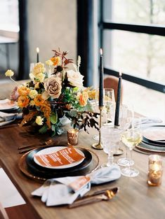 8 Beautifully Styled Thanksgiving Tablescape Ideas: Use traditional Fall colors - Original Caroline Thanksgiving Pies, Thanksgiving Tablescapes, Home Trends, Party Entertainment, Living Room Inspiration, Perfect Food, Fall Wedding, Wedding Ideas, Favorite Holiday