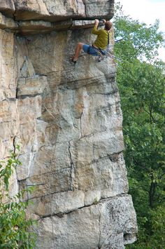 Pulling the first roof on Feast of Fools (5.10b), an excellent climb at the Gunks, NY #climbing