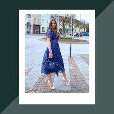 ᴅʀᴇss ғᴏʀ sᴜᴄᴄᴇss  mit diesem schicken Sommerkleid bist du der Star des Abends. Tommy Hilfiger bringt mit diesem leichten Kleid in femininer Passform mit Taillenzug und weit ausgeschnittenem Rückenausschnitt wieder was neues in deinen Schrank. Hilfiger Denim, Tommy Hilfiger, Open Back Dresses, Kirchen, Dress Backs, Shoulder Dress, Star, Outfits, Fashion