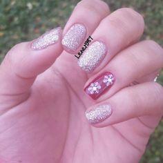 Gold Christmas Nail Art Manicure